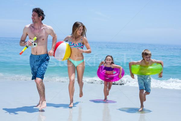 Alegre familia ejecutando natación mar Foto stock © wavebreak_media