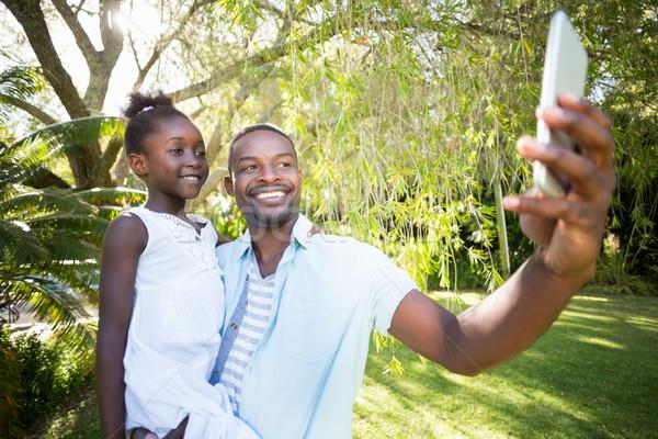 Zdjęcia stock: Szczęśliwą · rodzinę · parku · dziewczyna · miłości · trawy