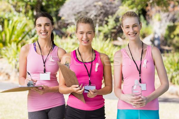 Szczęśliwy kobiet wolontariusz stałego parku portret Zdjęcia stock © wavebreak_media