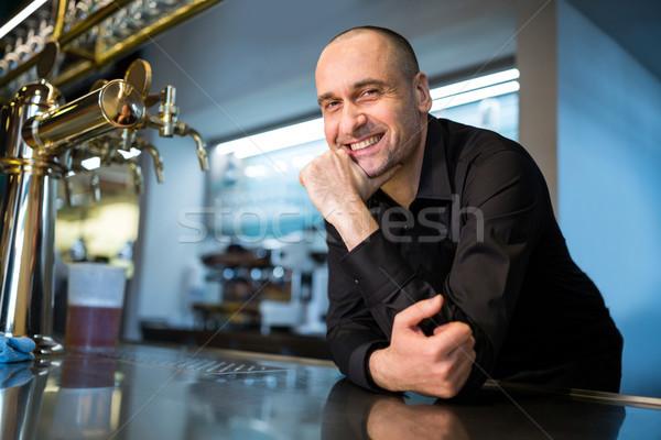 Bár gyengéd dől pult portré boldog Stock fotó © wavebreak_media