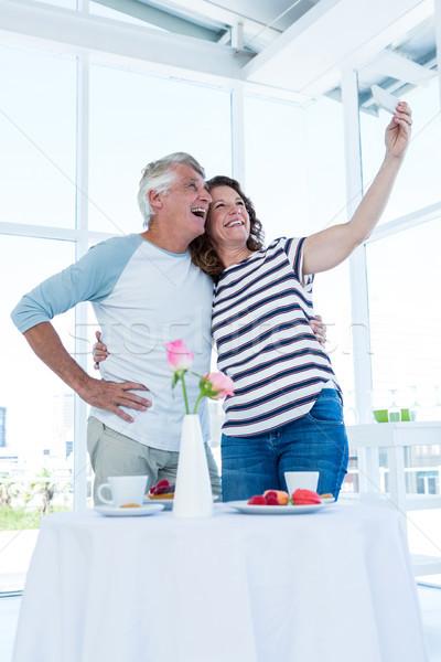 Gelukkig paar volwassen vrouw telefoon Stockfoto © wavebreak_media