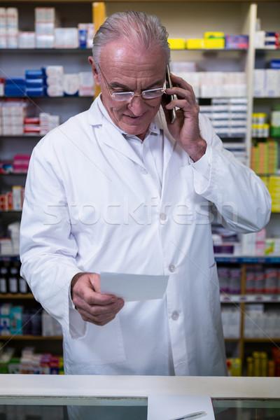 Farmacista parlando cellulare prescrizione farmacia business Foto d'archivio © wavebreak_media