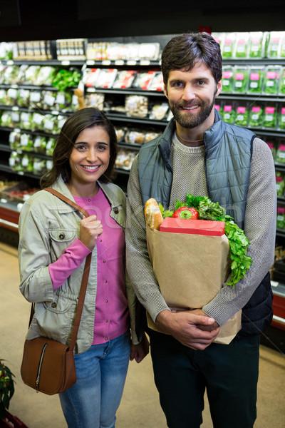 Casal compras legumes orgânico seção supermercado Foto stock © wavebreak_media
