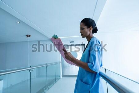Kadın cerrah dijital tablet hastane kadın Stok fotoğraf © wavebreak_media