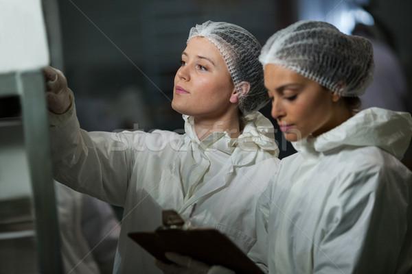 женщины буфер обмена мяса завода бизнеса Сток-фото © wavebreak_media