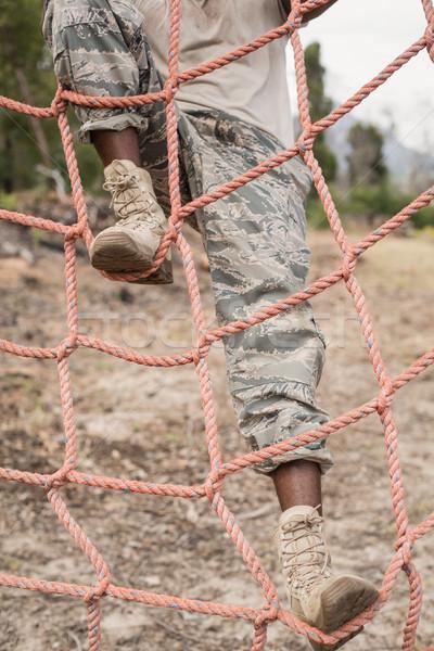 Wojskowych żołnierz wspinaczki netto mięsa Zdjęcia stock © wavebreak_media
