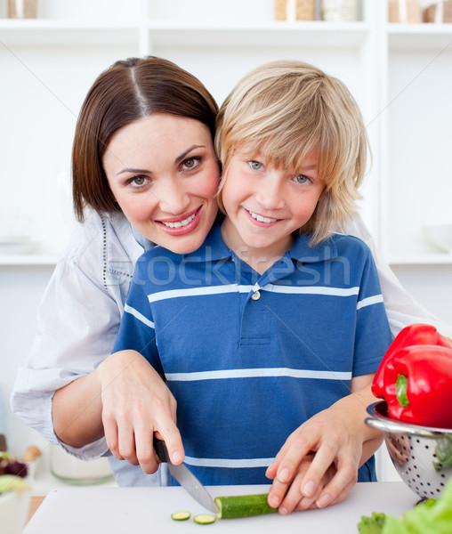 Atractivo madre hijo cocina casa alimentos Foto stock © wavebreak_media