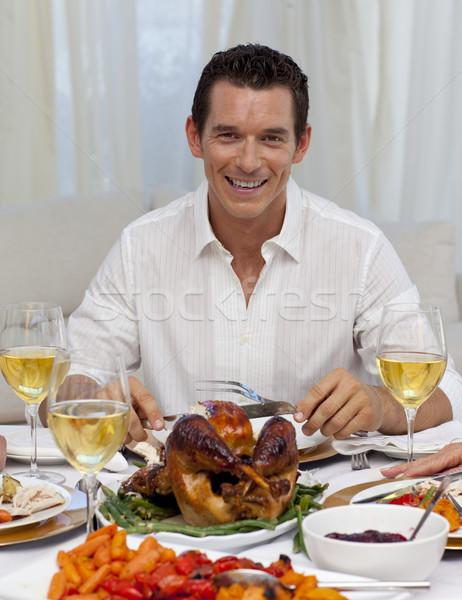 Sonriendo hombre comer Turquía Navidad cena Foto stock © wavebreak_media