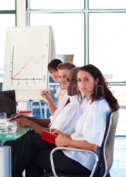 Business internazionale persone presentazione guardando fotocamera uomo Foto d'archivio © wavebreak_media