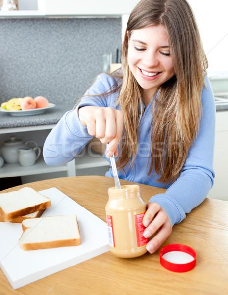 Kadın yeme fıstık ezmesi mutfak gıda Stok fotoğraf © wavebreak_media
