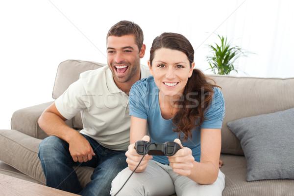 Portrait femme jouer jeu vidéo copain salon Photo stock © wavebreak_media