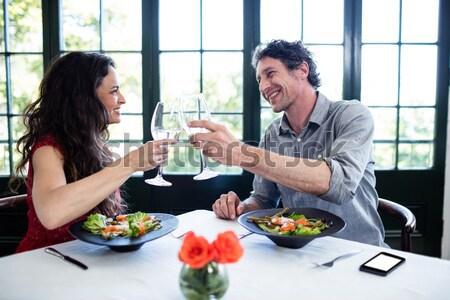 Couple verres vin rouge déjeuner cuisine maison Photo stock © wavebreak_media