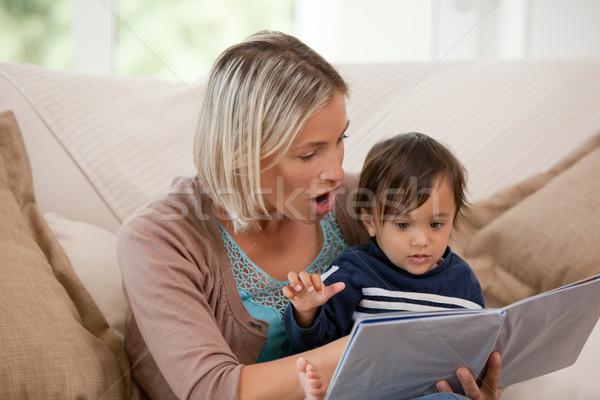 Madre mirando libro hijo casa bebé Foto stock © wavebreak_media