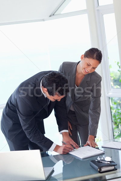 Fiatal üzleti partnerek aláírás szerződés üzlet számítógép Stock fotó © wavebreak_media