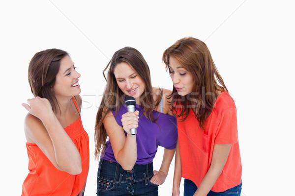 Drie dynamisch tieners zingen microfoon Stockfoto © wavebreak_media