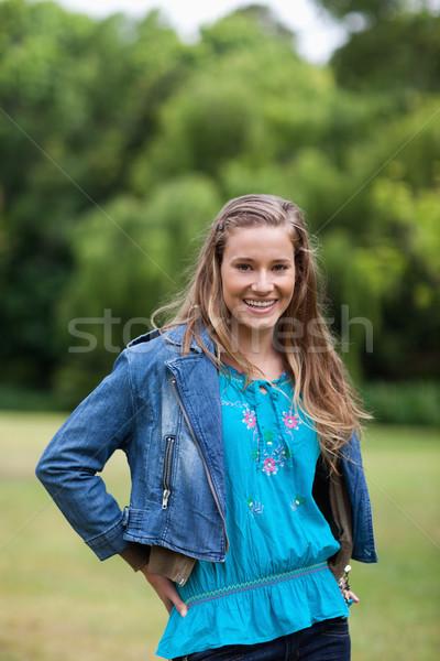 Sorridere adolescente piedi campagna mani fianchi Foto d'archivio © wavebreak_media