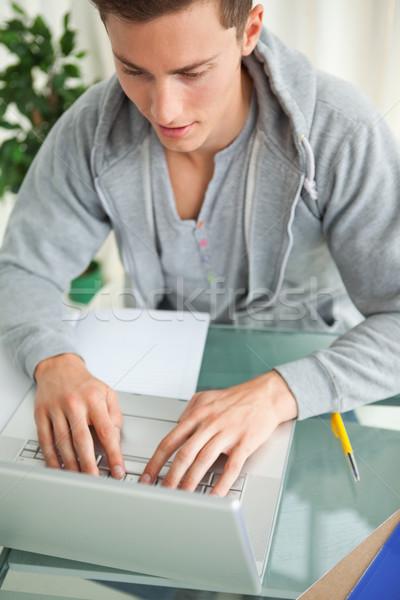 Primo piano studente digitando netbook compiti per casa laptop Foto d'archivio © wavebreak_media