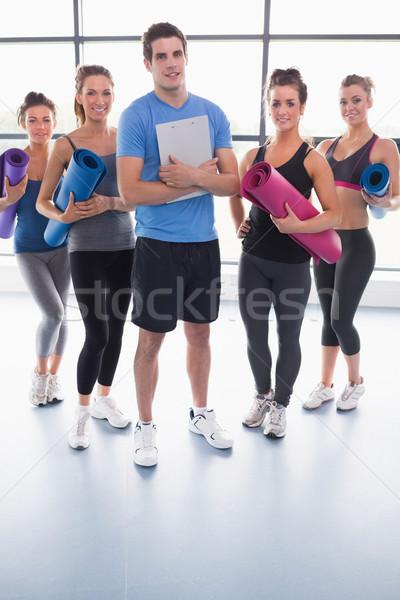 Stock foto: Yoga · Gruppe · Fitnessstudio · Ausübung · Ausbildung · weiblichen