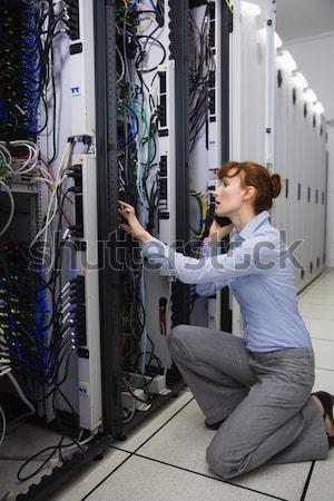 Masculina técnico servidor caso centro de datos Foto stock © wavebreak_media
