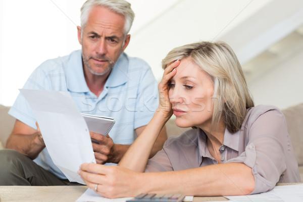 концентрированный зрелый пару домой зрелый человек Сток-фото © wavebreak_media