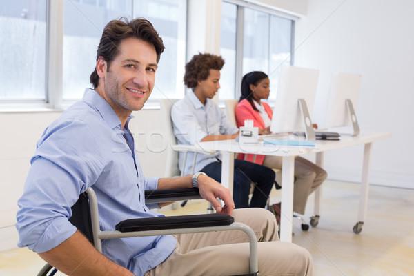 Imprenditore sedia a rotelle disabilità lavoro ufficio donna Foto d'archivio © wavebreak_media