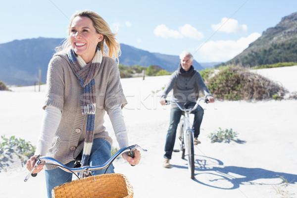 беззаботный пару велосипедов пляж ярко Cool Сток-фото © wavebreak_media