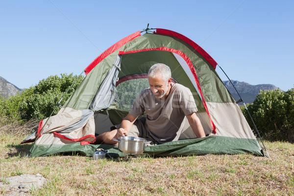 Feliz cocina camping estufa fuera Foto stock © wavebreak_media