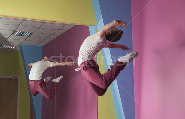 Cool przerwie tancerz powietrza lustra dance Zdjęcia stock © wavebreak_media