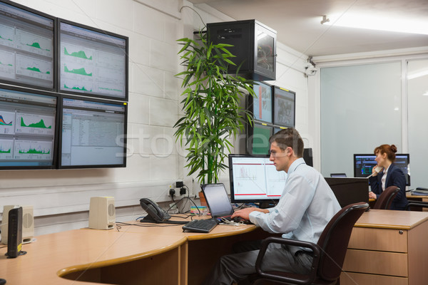 ストックフォト: 座って · オフィス · を実行して · データセンター