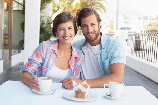 Gelukkig paar genieten koffie samen buiten Stockfoto © wavebreak_media