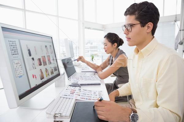 Foto stock: Criador · equipe · trabalhando · secretária · escritório · computador