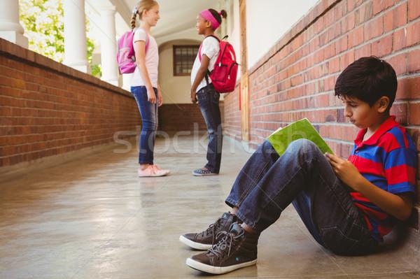 Uczeń znajomych szkoły korytarz widok z boku dziewczyna Zdjęcia stock © wavebreak_media