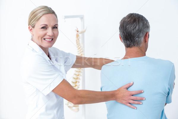 Médico pescoço ajuste médico escritório mulher Foto stock © wavebreak_media