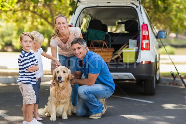 Szczęśliwą rodzinę psa parku drzewo człowiek Zdjęcia stock © wavebreak_media