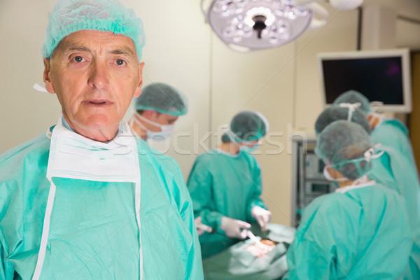 Médico professor olhando câmera falsificação cirurgia Foto stock © wavebreak_media