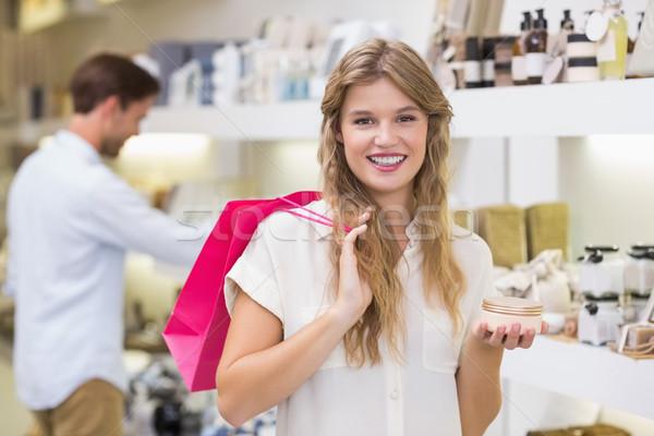 Güzel sarışın kadın bakıyor güzellik ürün alışveriş merkezi Stok fotoğraf © wavebreak_media