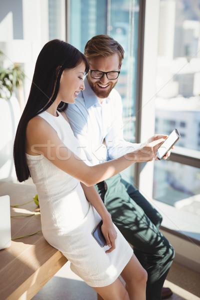 Szczęśliwy telefonu komórkowego biurko biuro człowiek Zdjęcia stock © wavebreak_media