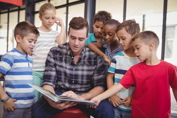 Lehrer Lehre Schulkinder Bibliothek Schule Mädchen Stock foto © wavebreak_media