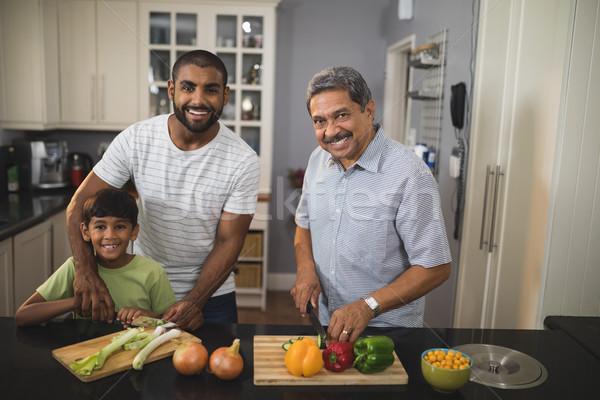 Retrato feliz familia cocina junto Foto stock © wavebreak_media