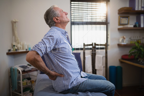Vista lateral senior masculino paciente sofrimento de volta Foto stock © wavebreak_media