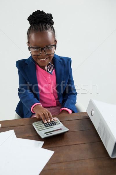 Portret uśmiechnięty kobieta interesu okulary Kalkulator Zdjęcia stock © wavebreak_media
