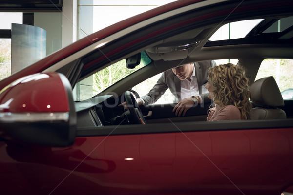 Vendedor feminino cliente sessão carro sala de exposição Foto stock © wavebreak_media