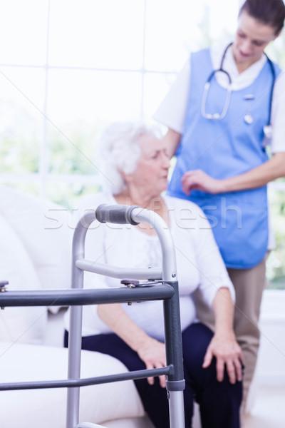 Enfermera toma atención enfermos casa Foto stock © wavebreak_media