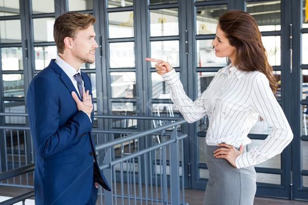 Gens d'affaires discussion bureau affaires femme d'affaires affaires Photo stock © wavebreak_media