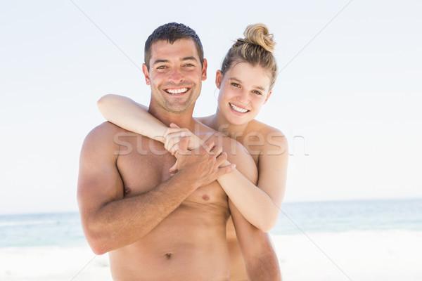 Mosolyog pár átkarol tengerpart napos idő nő Stock fotó © wavebreak_media