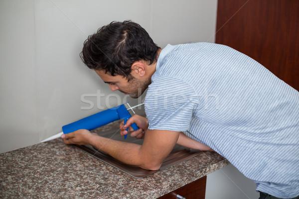 側面図 男 防除 注入 立って ホーム ストックフォト © wavebreak_media