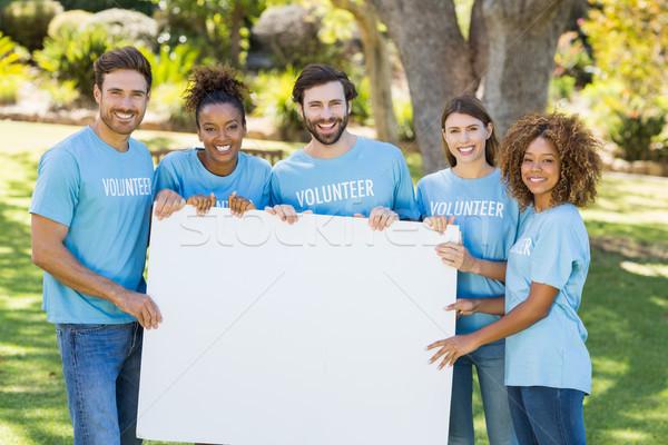 Portré önkéntes csoport tart lap park Stock fotó © wavebreak_media