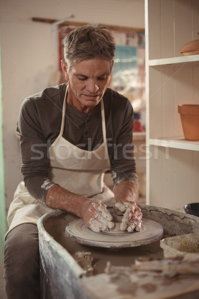 Férfi készít edény cserépedények műhely figyelmes Stock fotó © wavebreak_media