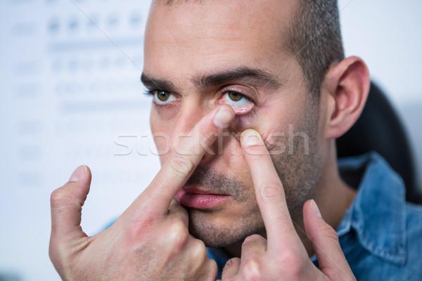 Uomo lenti a contatto clinica visione Foto d'archivio © wavebreak_media