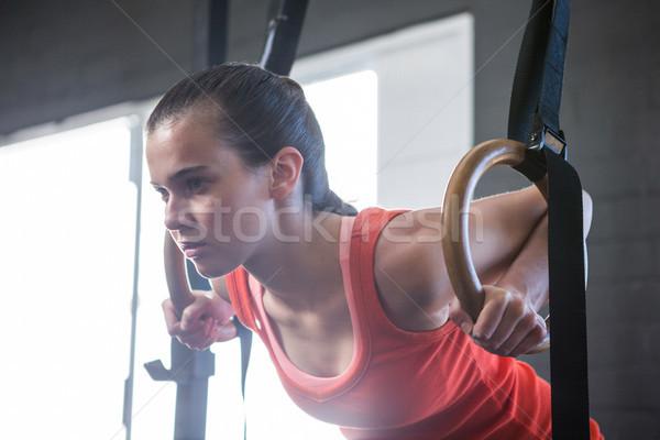 Młodych sportowiec pierścienie siłowni Zdjęcia stock © wavebreak_media